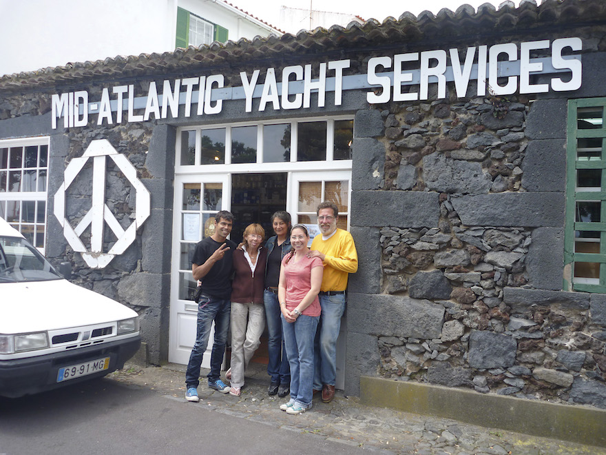 Duncan Sweet (far right) and team | Image credit yachtingworld.com